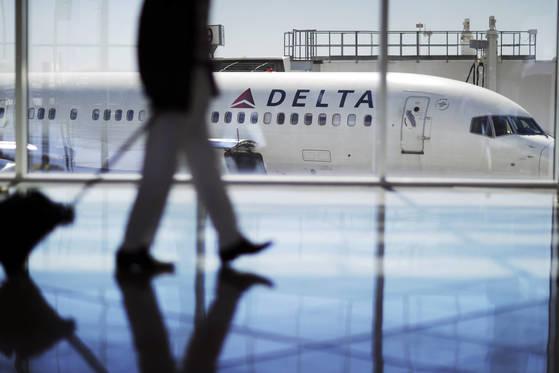 일부 항공사는 공격 성향이 강한 애완견을 태우지 못하게 하는 제도를 도입했다. [AP=연합뉴스]