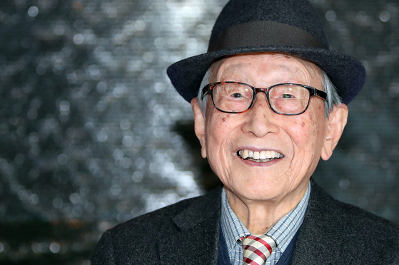 김형석 연세대 명예교수는 100세 나이에도 강연과 저술로 왕성한 활동을 이어가고 있다. [중앙 포토]