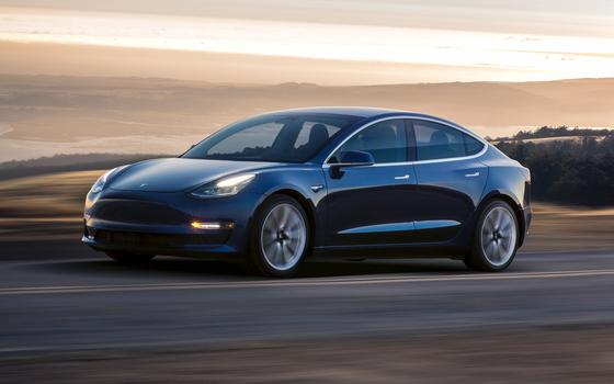 지난해 연간 전기차 판매량이 사상 처음으로 200만대를 넘어섰다. 사진은 지난해 세계 전기차 판매 1위 차종인 테슬라 모델3. [중앙포토]