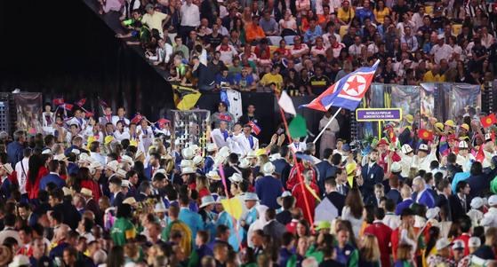 브라질 리우데자네이루 마라카낭 주경기장에서 열린 2016 리우올림픽 개막식에서 북한 선수단이 입장하고 있다. [올림픽사진공동취재단]