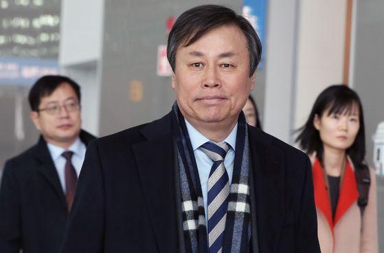 13일 스위스로 떠난 도종환 문체부 장관. [연합뉴스]