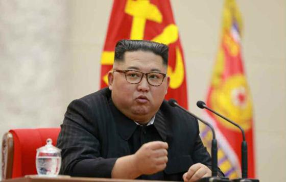 지난 8일 제71주년 건군절을 맞아 김정은 북한 국무위원장이 인민무력성을 방문해 연설하고 있다. [노동신문]