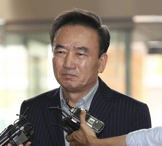 여직원을 강제로 추행한 혐의를 받는 '호식이 두 마리 치킨'의 최호식 전 회장. 임현동 기자