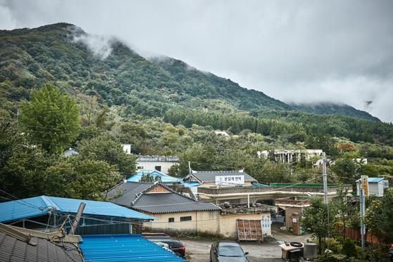 도시에서 산촌으로 이주하는 '귀산'인구가 늘고있다. 산에 산다고 해서 혼자서만 살아가는 것은 아니다. 산에서도 이웃과 함께 살아간다. [사진 한국관광공사]