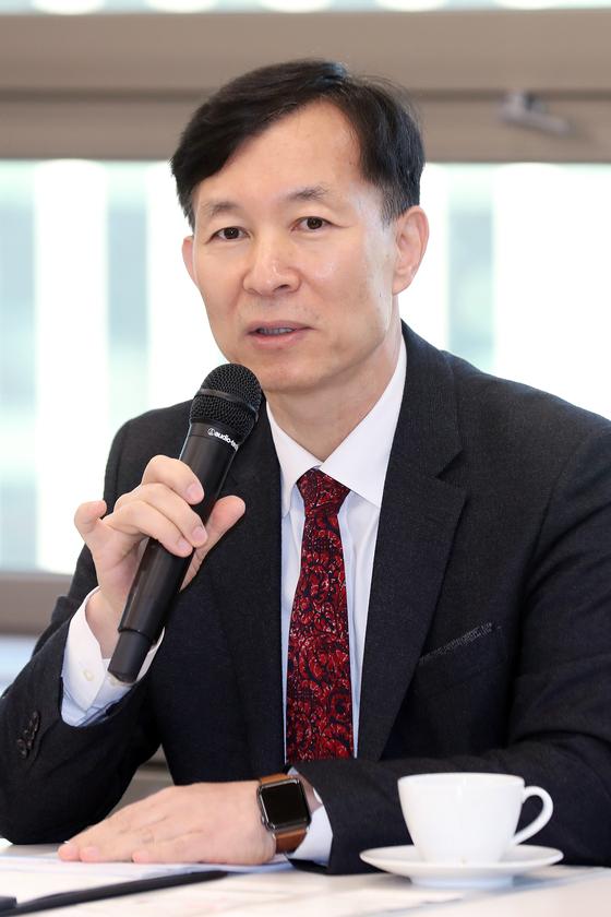 유석재 국가핵융합연구소장이 11일 오전 서울 종로구 HJ 비즈니스센터에서 열린 '한국 인공태양 KSTAR 2018년 연구성과 발표'에 참석해 인사말을 하고 있다. [사진 뉴시스]