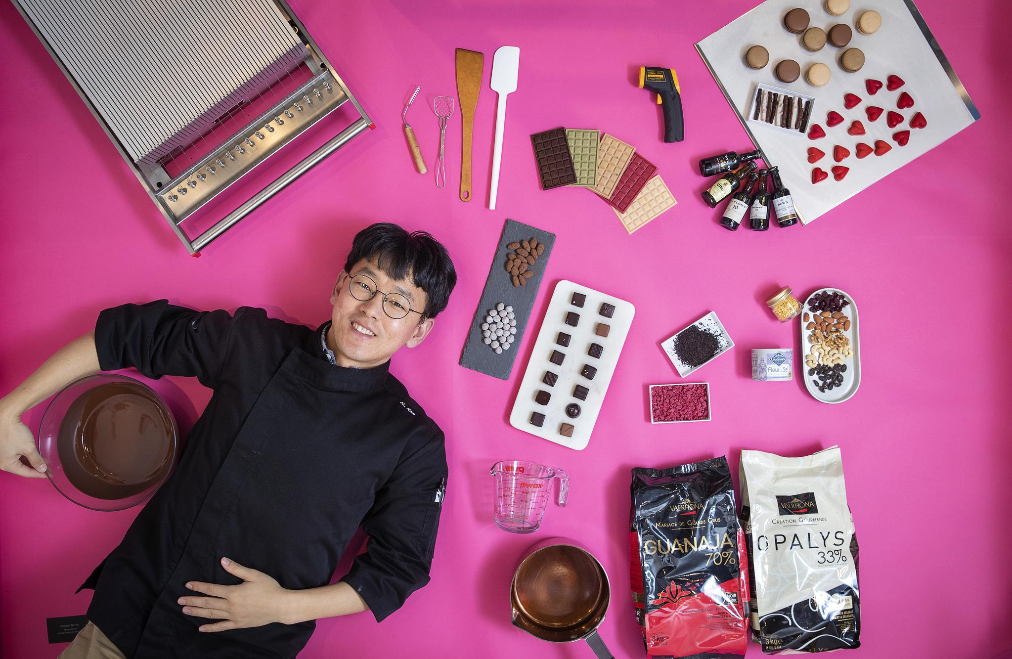 달콤한 초콜릿으로 누군가를 위로할 수 있다고 말하는 김형규 쇼콜라티에. 장진영 기자