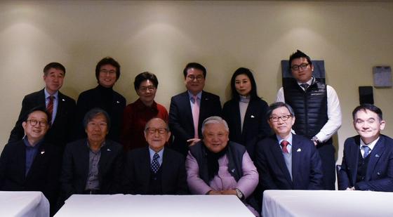'더미라클라스' 강연회 참석자들. 아랫줄 왼쪽에서 세 번째가 김형석 교수다. [사진 푸르메재단]
