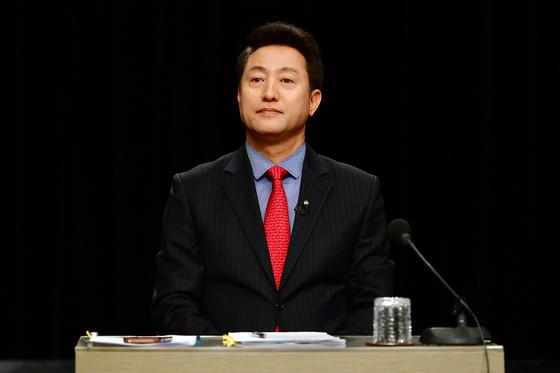 15일 오후 경기도 부천 OBS경인TV에서 자유한국당 2.27 전당대회 오세훈 당 대표 후보가 첫 번째 TV토론회를 갖고 있다.