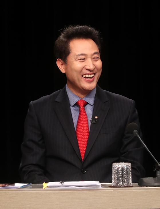 15일 오후 경기도 부천시 OBS 경인TV 스튜디오에서 자유한국당 당대표 후보 토론회에 참석한 오세훈 후보. [사진공동취재단]