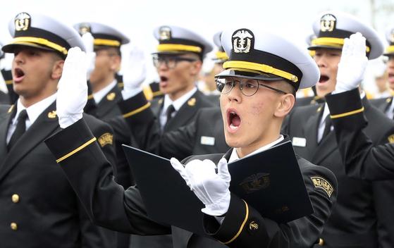 [서소문사진관]3대째 대를 이어 육해공 지키는 가문의 영광