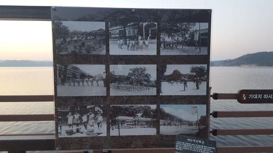 부교 아래에 위치해 있던 수몰 전 예안국민학교의 모습과 학생들. [사진 송의호]