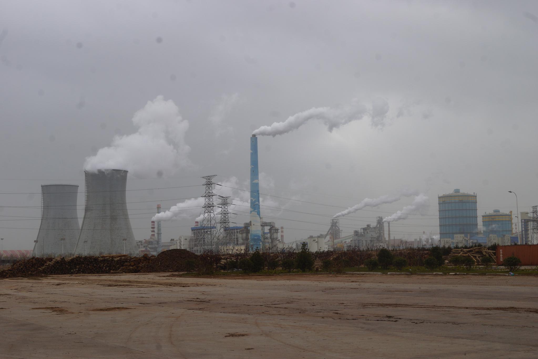 중국 산둥성의 철강공장. 강찬수 기자