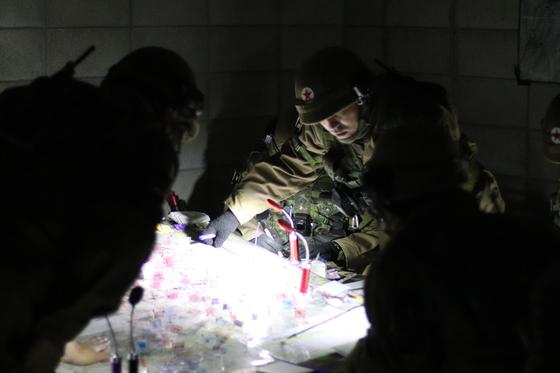 10월 31일 강원도 인제 KCTC 훈련장. 북한군 역할을 맡은 대항군 연대 지휘소 [사진 박용한]