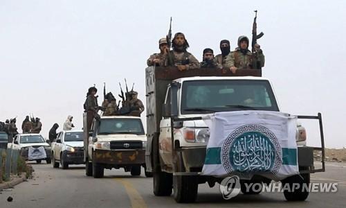 알카에다 선전매체가 공개한 시리아 북서부 '하야트 타흐리르 알샴'(HTS) 조직원의 모습. 사진은 기사와 관계 없음. [AP=연합뉴스]