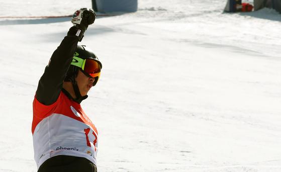이상호가 평창 스노보드 월드컵 동메달을 결정지은 직후 환호하고 있다. 평창=강정현 기자