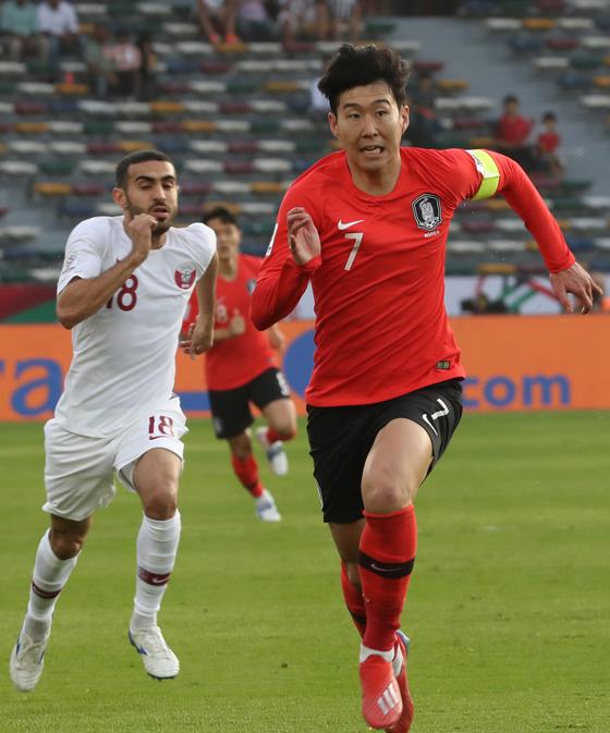 지난 1월 25일 아랍에미리트 아부다비에서 열린 아시안컵 8강전 한국과 카타르와의 경기에서 전반 손흥민이 전력질주를 하고 있다. [연합뉴스]