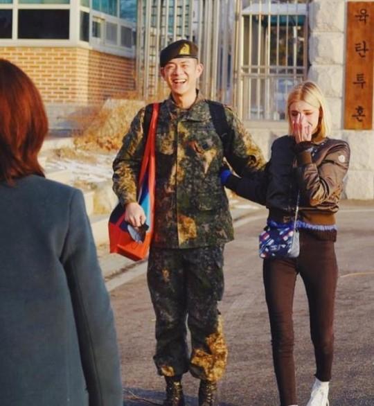 래퍼 빈지노(왼쪽)와 연인 스테파니 미초바. [사진 빈지노 인스타그램]