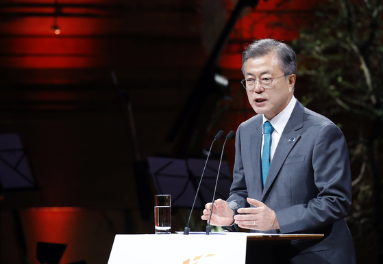 지난해 10월 덴마크를 방문한 문재인 대통령이 코펜하겐 시내 대니쉬 라디오 콘서트홀에서 열린 제1차 P4G(녹색성장 및 2030 글로벌 목표를 위한 연대) 정상회의에서 기조연설을 하고 있다. 문 대통령은 이날 연설에서 기후변화 대응 및 지속가능발전목표(SDGs) 달성과 같은 글로벌 목표에 대한 민관 협력의 중요성을 강조했다.[연합뉴스]