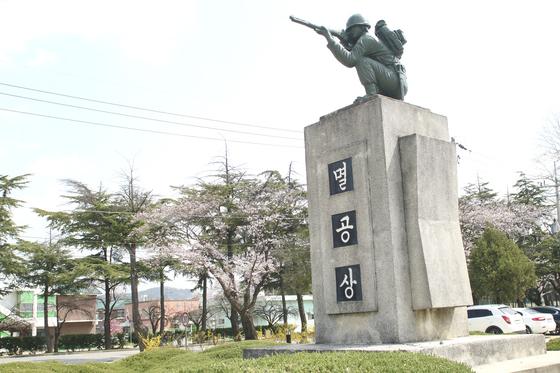 육군훈련소 상징물인 멸공상 [사진 육군]