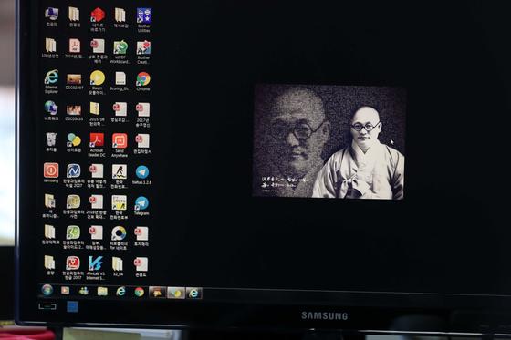 손흥도 교무의 진료실 책상의 컴퓨터 바탕화면에는 원불교를 세운 소태산 대종사의 사진이 올라와 있다. 김상선 기자