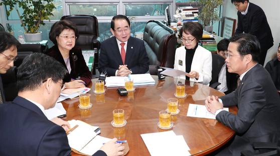 국회 윤리특위 '5?18폄훼' 의원 징계안 불발…28일 재논의