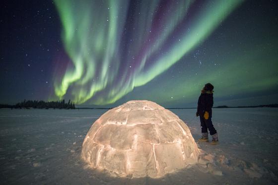 캐나다 옐로나이프는 미 항공우주국이 인정한 세계 최고의 오로라 관측 명당이다. 사방 1000km 이내에 높은 산이 없어 지평선에서 수직으로 솟구치는 오로라를 볼 수 있다. [사진 캐나다관광청]