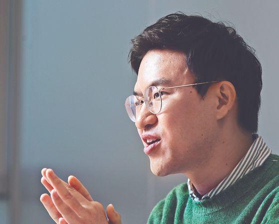 서일석 대표가 지난달 31일 서울 서초구에 있는 '모인' 사무실에서 창업 과정을 털어놓고 있다. [김경록 기자]