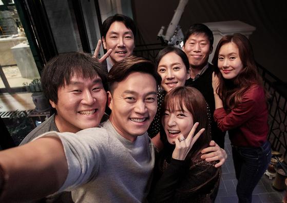 영화 '완벽한 타인'. 극장가의 비수기인 10월말 개봉해 500만 넘는 관객을 모았다. [사진 롯데엔터테인먼트]