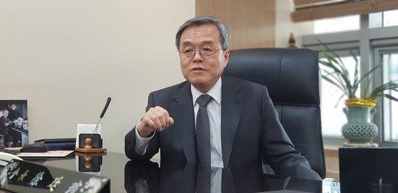 서정선 한국바이오협회 회장은 서울대 의대에서 생화학을 전공한 의학자이면서 기업가다. [최준호 기자]
