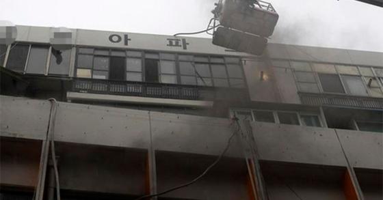 19일 오전 대구 중구 포정동 대보상가 4층 사우나에서 화재가 발생해 20일 현재까지 3명이 숨지고, 82명이 부상한 것으로 나타났다. [연합뉴스]