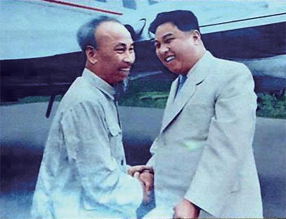 베트남은 북한에게 가장 적합한 개혁개방 모델로 여겨진다. 생전의 북한 김일성 주석이 베트남 호찌민 전 주석을 만나는 모습.