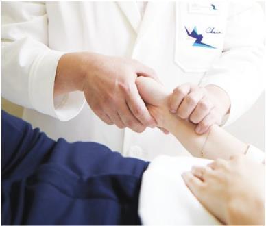 8체질 진료는 문진, 맥진, 체질침시술, 체질식·체질한약·체질차 순으로 진행된다. [사진 차움 한방진료센터 제공]