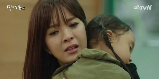 tvn 드라마 '미생'에서 어린 아이를 기르는 직장맘의 고충을 그린 장면