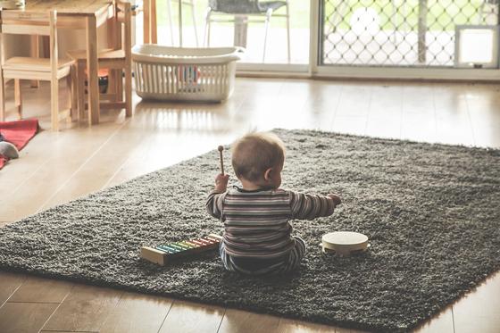 대변을 참는 아이, 왜 그러는 걸까? 보통은 생후 15개월을 전후로 배변훈련을 시작하는 것이 일반적이지만 양육자가 조급한 마음으로 강요한다면, 아이가 스트레스를 받아 그 시기가 늦어질 수도 있다. [사진 pixabay]