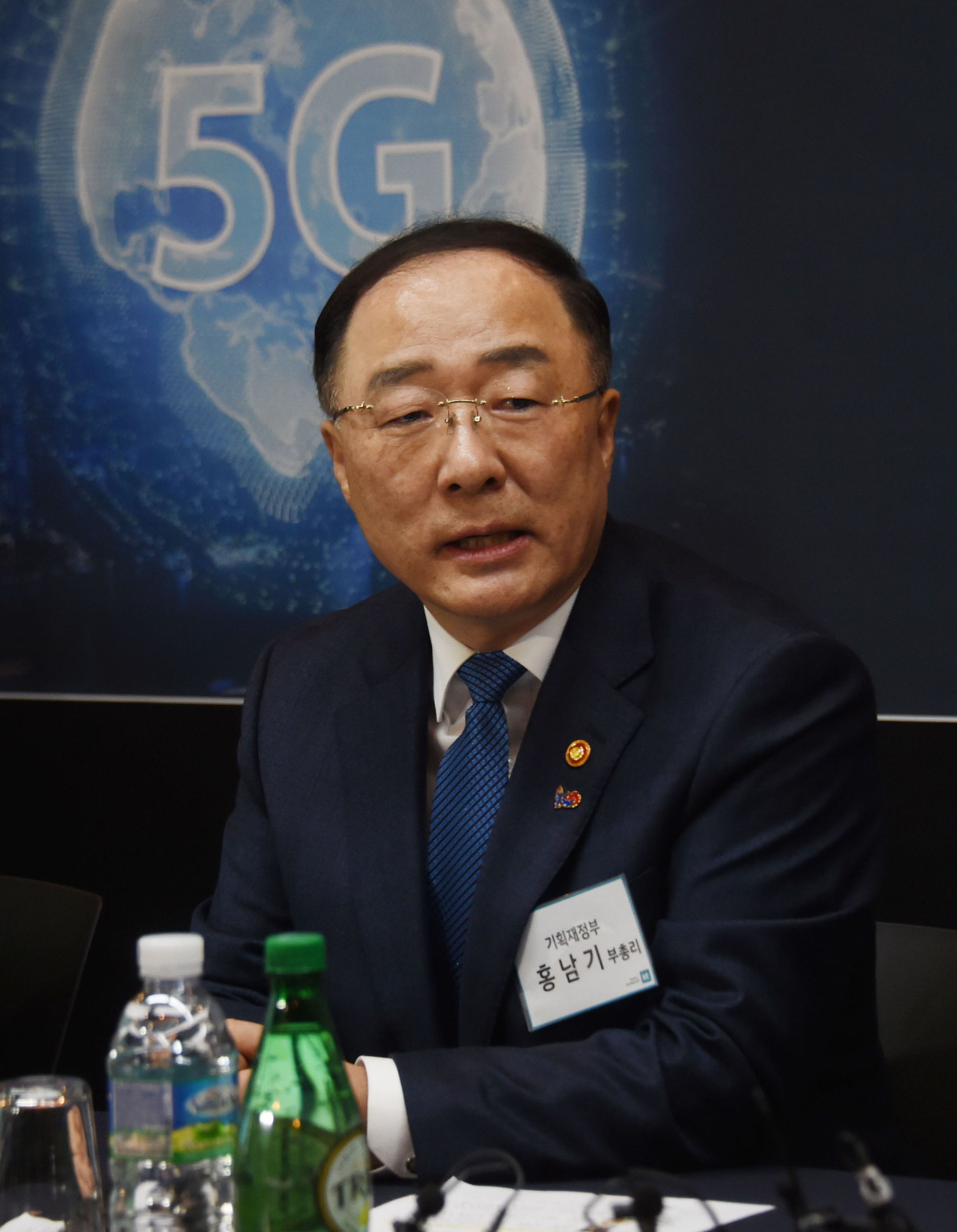 """홍남기 """"증권거래세 단계적으로 내릴 것"""""""
