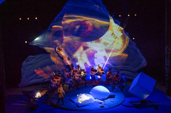 모스크바 솔로이스츠 연주와 어우러진 1인극 '네 별을 떠나지마'. [사진 소치겨울예술축제]