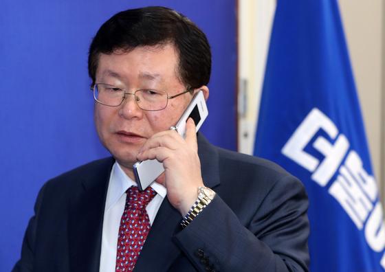 文 20대 지지율 하락하자···설훈 MB·朴 정부 교육 탓