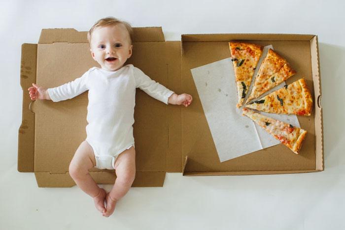 이런 성장사진은 처음이야, 피자 한 판 채우니 한 살 됐네