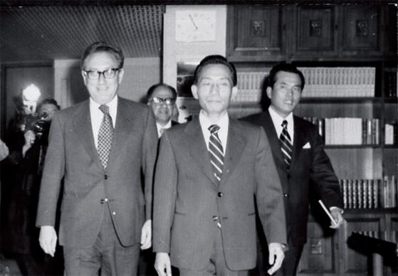 1970년대 당시 헨리 키신저 미국 국무장관은 박정희 대통령의 핵 개발 추진을 저지했다.