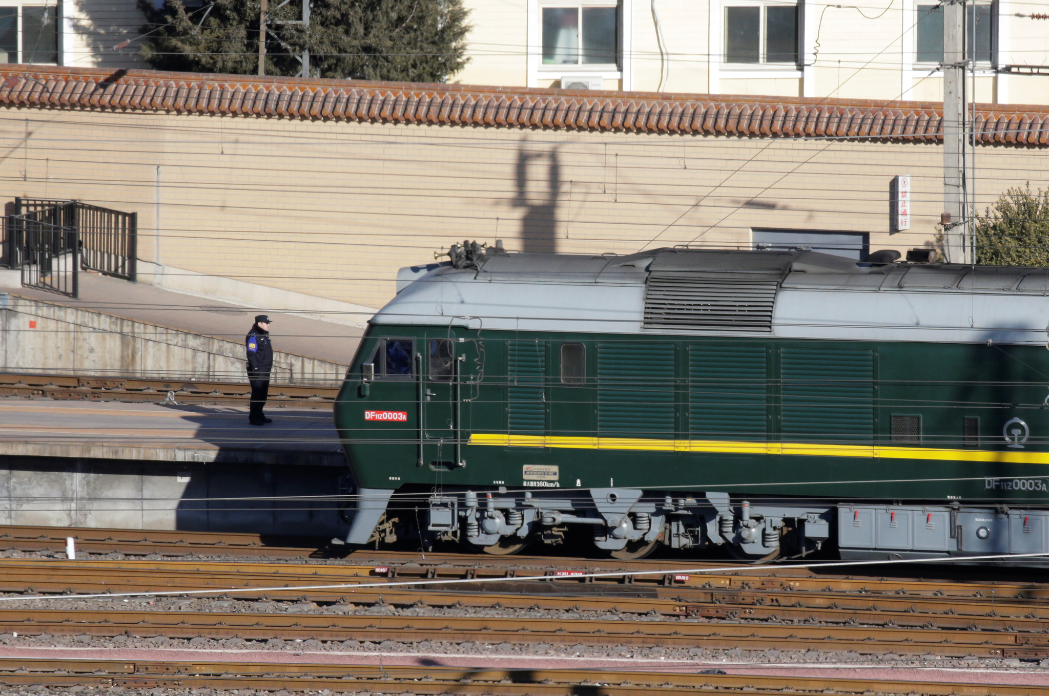 지난 1월 8일 중국 베이징역에 김정은 북한 국무위원장의 열차가 정차해 있다. [로이터=연합뉴스]