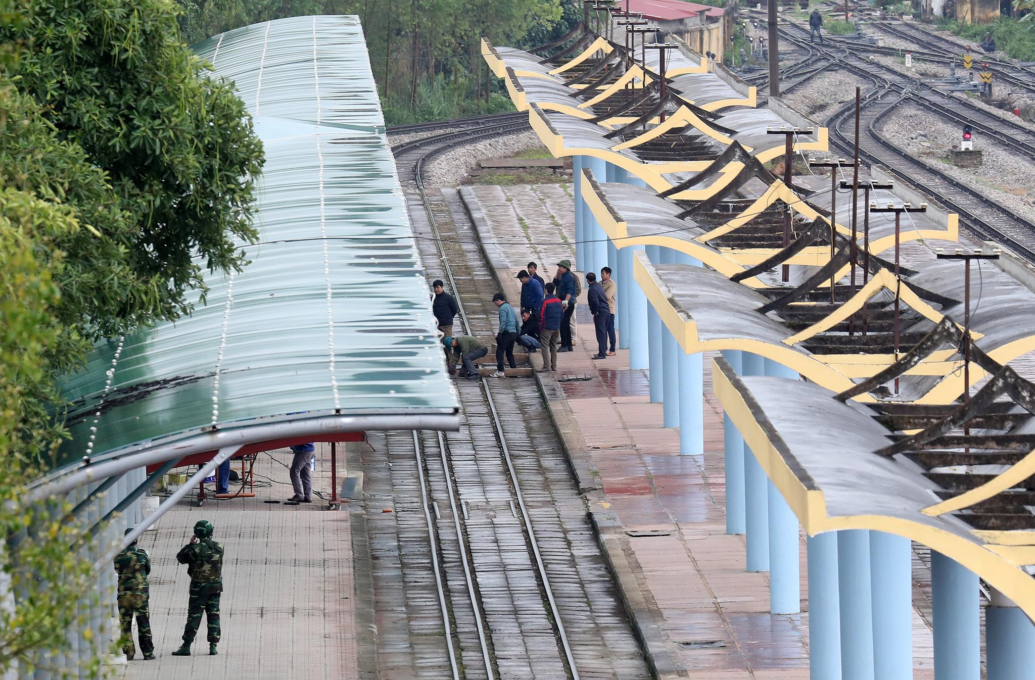 제2차 북미정상회담을 4일 앞둔 23일 중국과 접경지역인 베트남 랑선성 동당역에서 관계자들이 분주한 모습을 보이고 있다. [뉴스1]