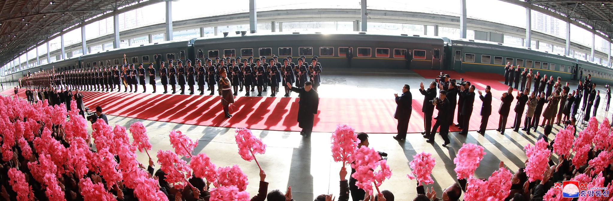 김정은 북한 국무위원장이 베트남 하노이에서 열릴 제2차 북미정상회담 참석을 위해 평양에서 출발했다고 노동신문이 24일 보도했다. [사진 노동신문]