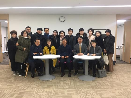 중앙일보 글C클럽 1기 수강생들. 서지명 기자