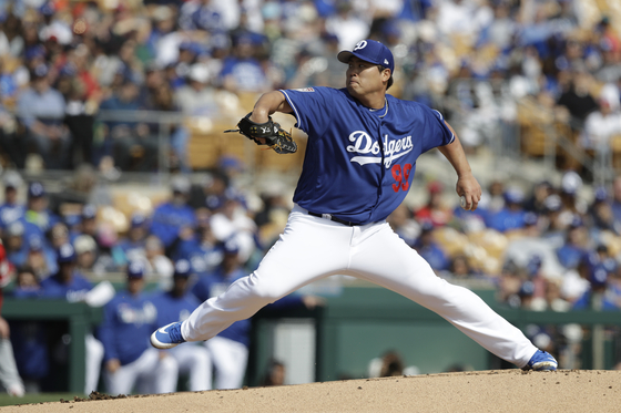 LA 다저스 류현진이 25일 첫 시범경기 등판에서 호투하고 있다. [연합뉴스]
