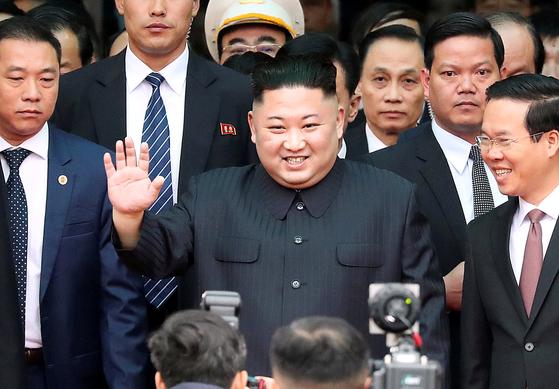 26일 하노이에 도착하는 김정은 북한 국무위원장. [연합뉴스]