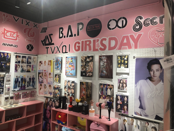 하노이 시내 K-POP 매장. 이근평 기자
