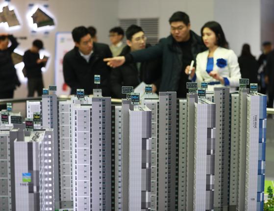 지난 1월 인천시 서구 원당동 '검단신도시 한신더휴' 견본주택의 모습. 이 단지는 2순위 모집에서 청약 미달이 됐다.[뉴스1]