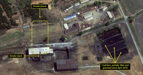 미국 북한전문매체 '38노스'가 공개한 지난 6일 촬영된 위성영상. 북한 영변 핵단지 재처리시설 화력발전소에서 옅은 연기가 피어오르고 있다. [38노스]