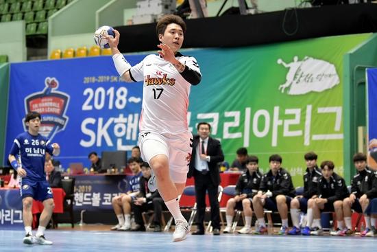 장동현은 팀의 좋은 성적과 리그 베스트7을 목표로 뛰겠다고 목소리를 높였다.