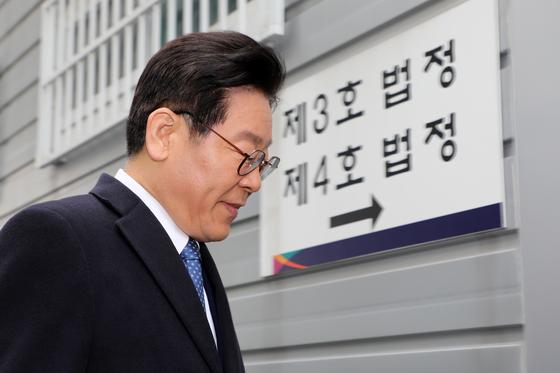 28일 법정으로 향하는 이재명 경기도지사 [뉴스1]